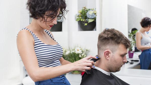 Le coiffeur à domicile auto-entrepreneur